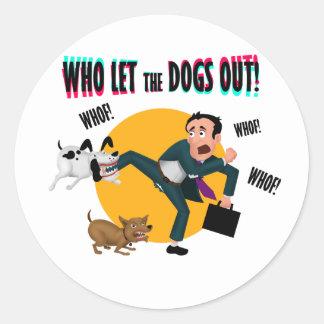 Adesivo Redondo Quem deixou os cães para fora!
