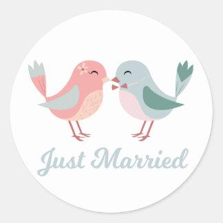 Adesivo Redondo Recem casados cor-de-rosa & Lovebirds azuis que