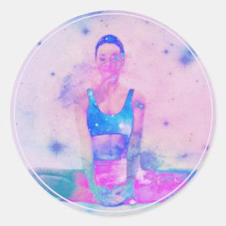 Adesivo Redondo Rosa da série da menina da ioga de Dharma