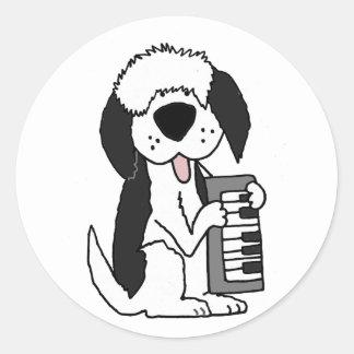 Adesivo Redondo Sheepdog inglês velho engraçado que joga o teclado