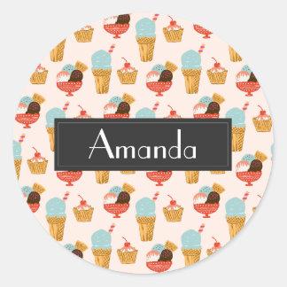 Adesivo Redondo Teste padrão da ilustração do sorvete com nome