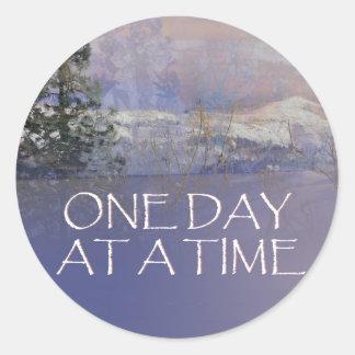 Adesivo Redondo Um dia em uma neve das colinas de Tres do tempo