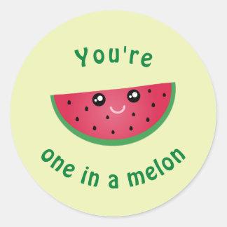 Adesivo Redondo Um em uma melancia bonito engraçada de Kawaii do