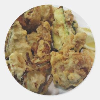 Adesivo Redondo Vegetais crocantes panados e fritados com limão