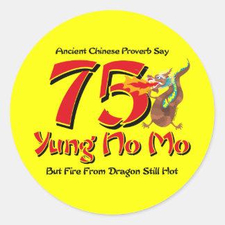Adesivo Redondo Yung nenhum aniversário do Mo 75th