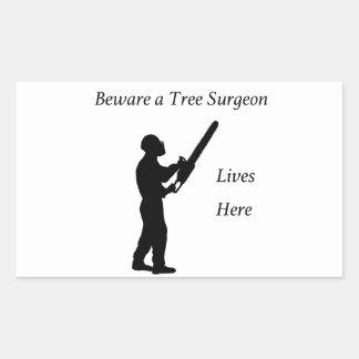Adesivo Retangular Arborist do cirurgião de árvore na serra de cadeia