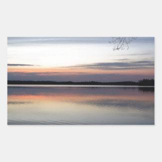 Adesivo Retangular As nuvens cor-de-rosa refletem no lago júnior no