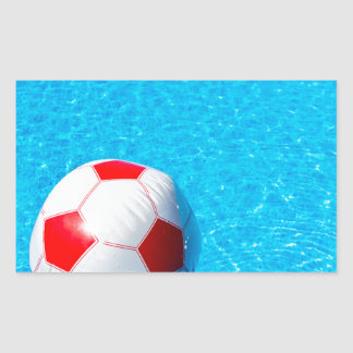 Adesivo Retangular Bola de praia que flutua na água na piscina