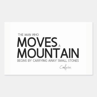 Adesivo Retangular CITAÇÕES: Confucius: O homem move uma montanha