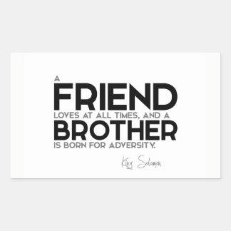 Adesivo Retangular CITAÇÕES: Rei Solomon: Um amigo ama em todas as