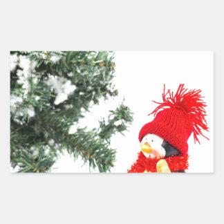 Adesivo Retangular Estatueta do pinguim com esquis e árvore de Natal