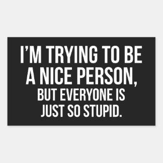 Adesivo Retangular Eu estou tentando ser uma pessoa agradável -