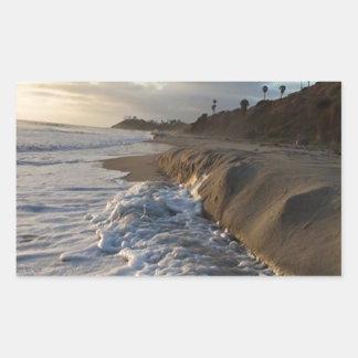 Adesivo Retangular Fotografia das ondas que batem a areia