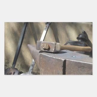 Adesivo Retangular Martelo do ferreiro que descansa no batente