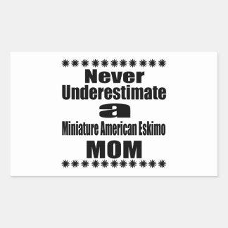 Adesivo Retangular Nunca subestime a mamã Eskimo americana diminuta