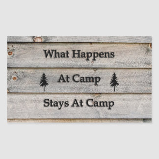 Adesivo Retangular O que acontece em estadas do acampamento no