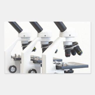 Adesivo Retangular Três microscópios em seguido isolados no fundo