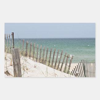 Adesivo Retangular Vista para o mar através da cerca da praia