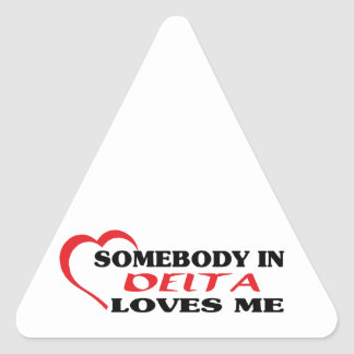 Adesivo Triangular Alguém no delta ama-me