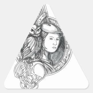 Adesivo Triangular Athena com a coruja no Cir do circuito eletrônico