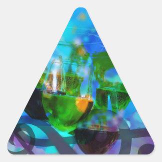 Adesivo Triangular Brindando vidros e notas da música