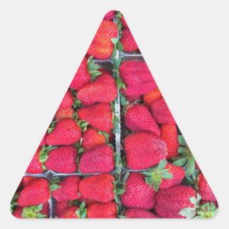 Adesivo Triangular Caixas enchidas com as morangos vermelhas