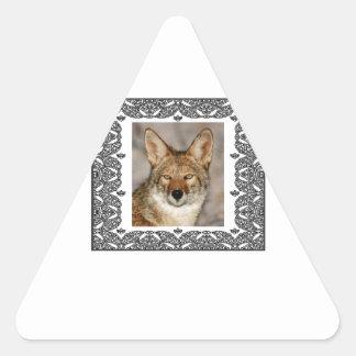 Adesivo Triangular chacal em um quadro