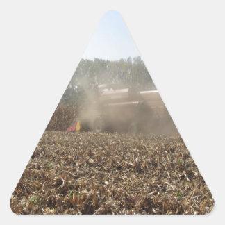 Adesivo Triangular Colheita do milho da colheita mecanizada no campo