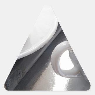 Adesivo Triangular Copo branco com cacau e o biscoito com cobertura