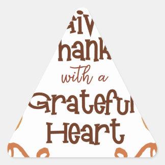 Adesivo Triangular Dê obrigados com um coração grato