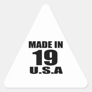 ADESIVO TRIANGULAR FEITO EM 19 DESIGNS DO ANIVERSÁRIO DOS EUA