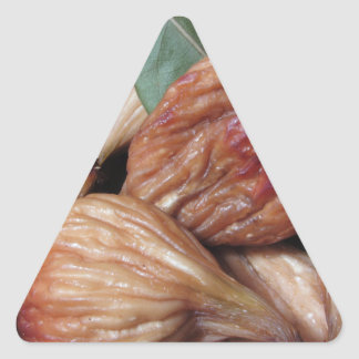 Adesivo Triangular Frutas do outono. Close up de figos secados com