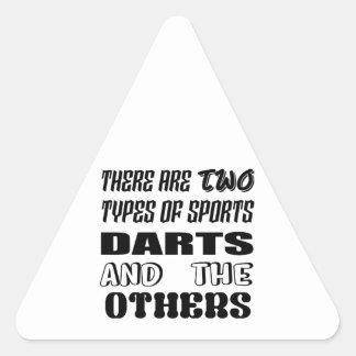 Adesivo Triangular Há dois tipos de dardos e de outro dos esportes