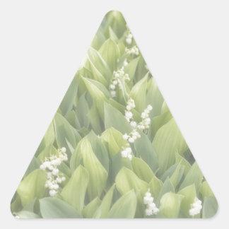 Adesivo Triangular Lírio do remendo da flor do vale na névoa