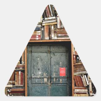 Adesivo Triangular Livros e livros