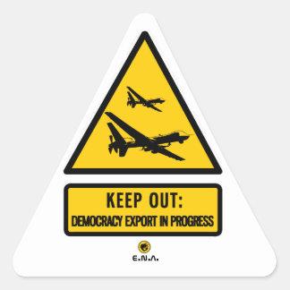 Adesivo Triangular Mantenha para fora: exportação da democracia em