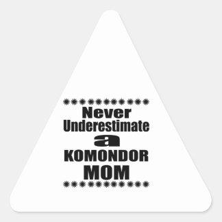 Adesivo Triangular Nunca subestime a mamã de KOMONDOR