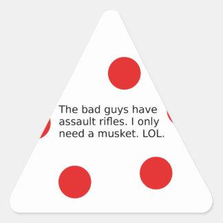 Adesivo Triangular Os tipos maus têm espingardas de assalto. Eu