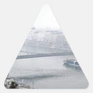 Adesivo Triangular Ponte de Budapest sobre a imagem de Danube River