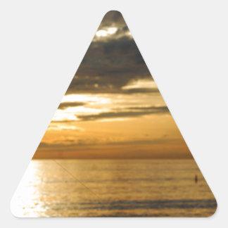 Adesivo Triangular por do sol pacífico dourado