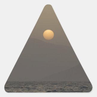 Adesivo Triangular Por do sol sobre montanhas da ilha de Paros