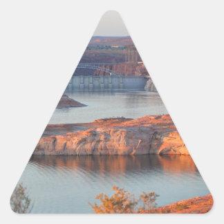Adesivo Triangular Represa e ponte no nascer do sol