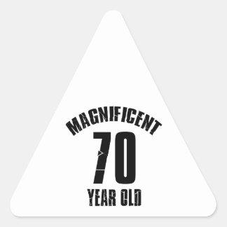 Adesivo Triangular TENDENDO o DESIGN do ANIVERSÁRIO das pessoas de 70