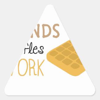 Adesivo Triangular Trabalho dos Waffles dos amigos
