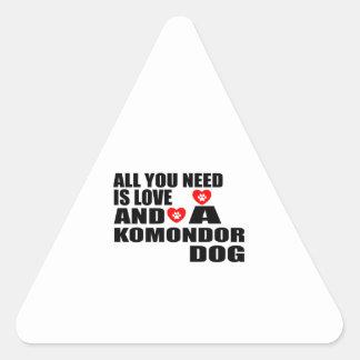 Adesivo Triangular Tudo você precisa o design dos cães do amor