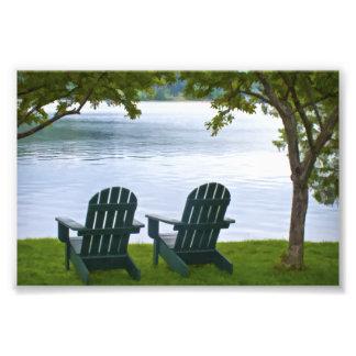 Adirondack preside enfrentar um lago impressão de foto