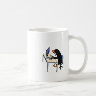 administrador de sistema do tux do pinguim caneca de café