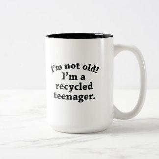 Adolescente do reciclado caneca de café em dois tons