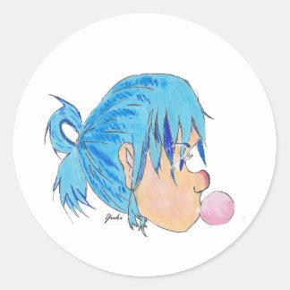 Adolescente fundindo uma bolha com goma adesivo