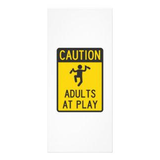 Adultos do cuidado no jogo 10.16 x 22.86cm panfleto